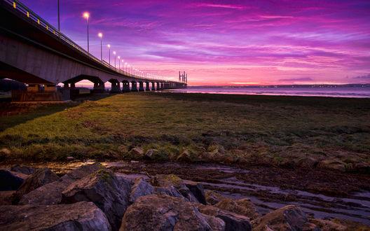 Обои Закат над огромным мостом с фонарями