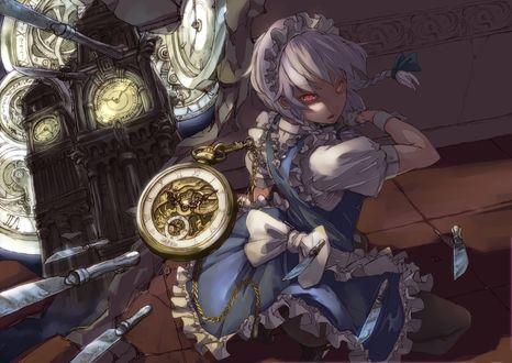 Обои Sakuya Izayoi / Сакуя Изаеи с горящими глазами бросает ножи и часы, из серии компьютерных игр Touhou Project / Проект «Восток»