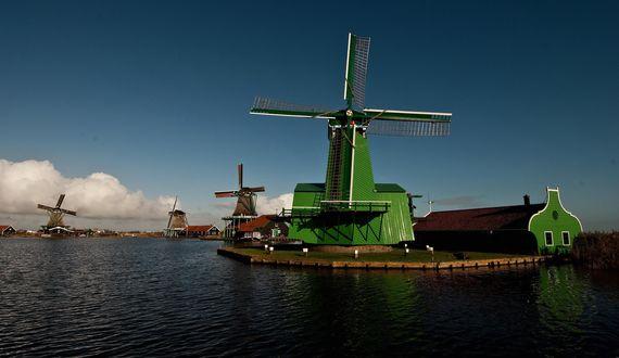 Обои Ветряные мельницы на речном канале