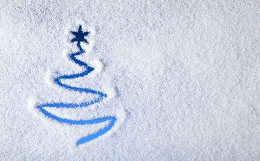 Обои Ёлочка со звездой, начерчена от руки на стекле запорошенное снегом