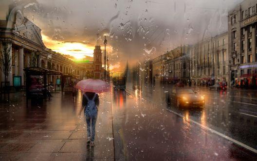Обои Санкт-Петербург, Невский проспект, девушка идет под зонтиком в дождь, фотограф Эдуард Гордеев
