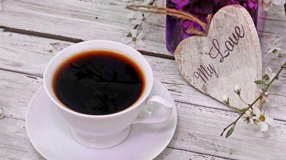 Обои Чашка кофе на столе, рядом лежит деревянное сердце с надписью My Love