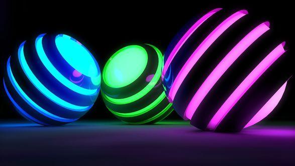 Обои Три полосатых шара