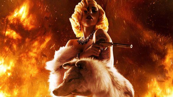 Обои Блондинка с пистолетом в огне, рядом с ней волк