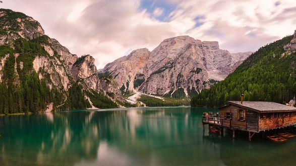Обои Дом на горном озере, Доломитовые альпы, Италия