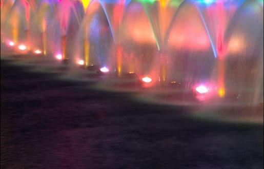Обои Разноцветные фонтаны, by leonid konovalov
