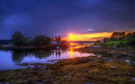 Обои Красивый закат над рекой