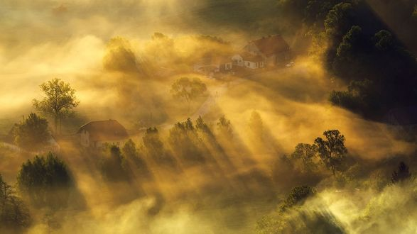 Обои Туман и солнце над деревушкой