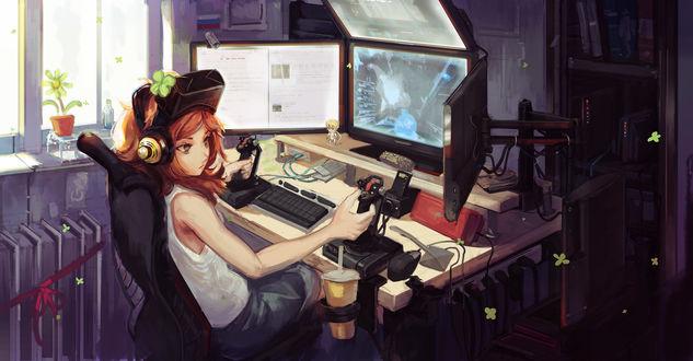 Обои Рыжеволосая девушка играет в приставку на компьютере