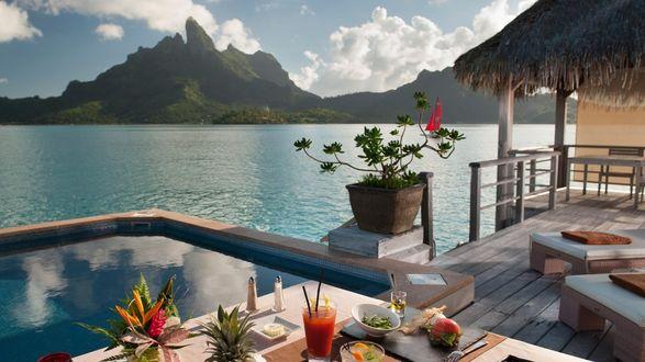 Обои Красивый пейзаж с террасы дома на берегу моря