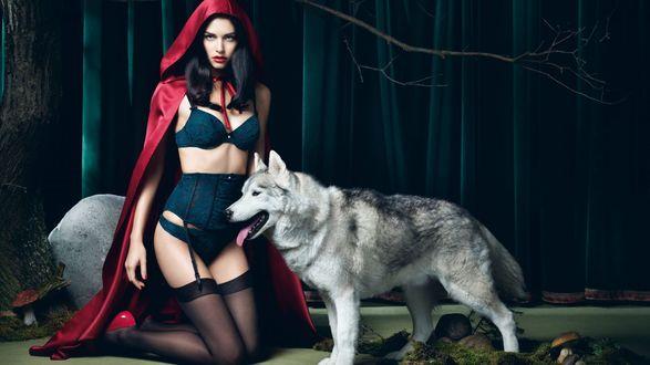 Обои Обворожительная словенская фотомодель Ирис Кавка / Iris Kavka, в роли Красной Шапочки рекламирует нижнее белье традиционно рядом серый волк