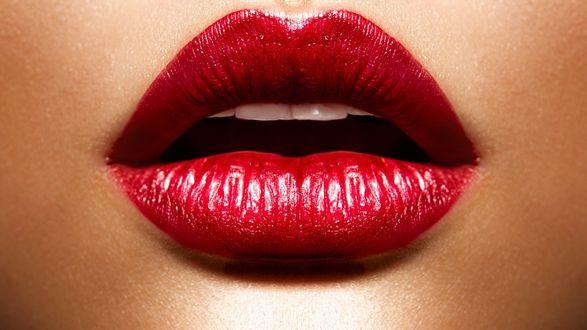 Обои Красные губы а за ними зубы