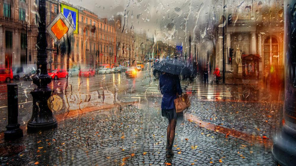 Обои для рабочего стола Дождь по стеклу рисует влажные дорожки