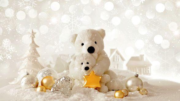 Обои Белые мягкие игрушки мишки среди новогодних украшений в белом фоне