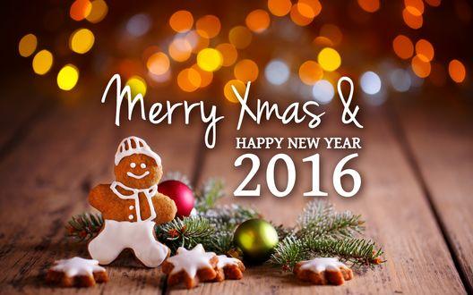 Обои Пряничный человечек и печенья-звездочки среди веток и елочных шаров, блики-боке и надпись Merry Xmas & HAPPY NEW YEAR 2016