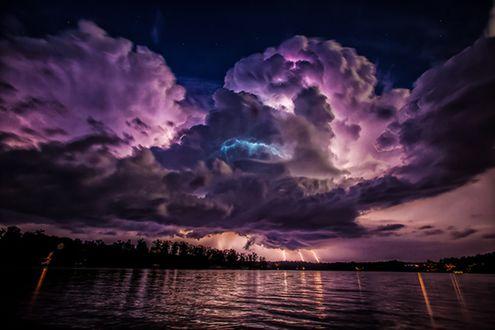Обои Необыкновенная красота облаков в фиолетовых тонах