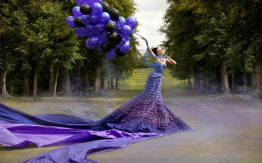 Обои Девушка в длинном платье с воздушными шариками, фотограф Кирсти Митчелл