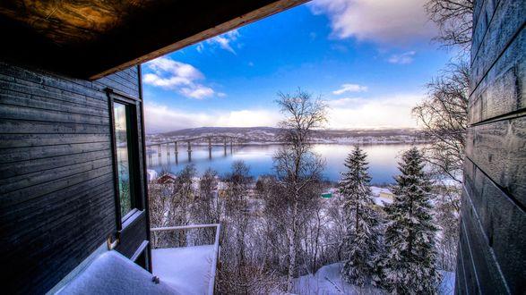 Обои Зимний пейзаж, вид с окна дома