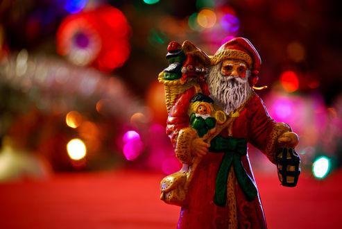 Обои Игрушечный Дед Мороз с подарками