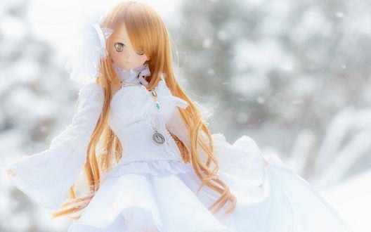Обои Кукла в белом платье