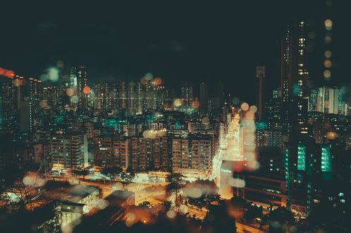 Обои Вид на ночной город через окно