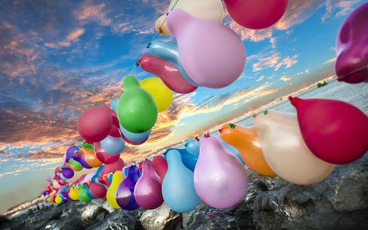 Обои Разноцветные воздушные шарики на фоне неба