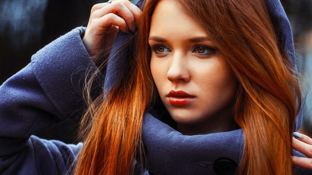 Эро фото девушки в синем плаще фото 357-285