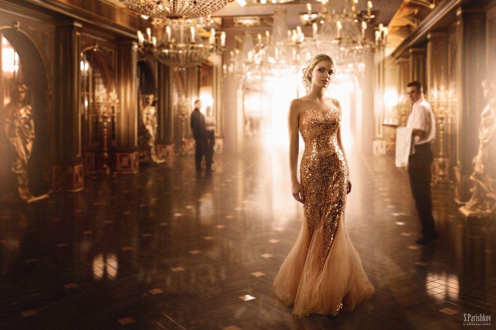 Парень и девушка в вечернем платье