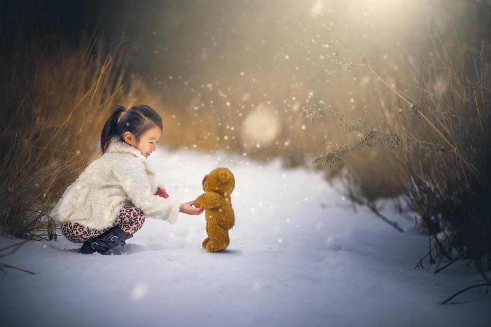 Зимняя картинка с девочкой