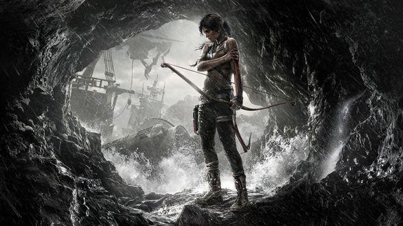 Обои Lara Croft / Лара Крофт стоит у выхода с пещеры с луком в руке, персонаж из игры Tomb Raider / Расхитительница гробниц (2013)