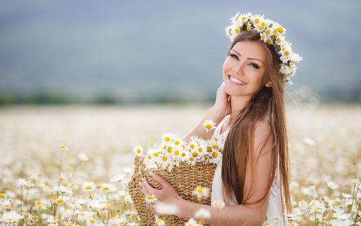 красивая девушка в поле фото-жп1