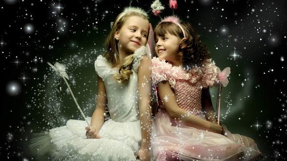Обои Две маленькие феи на искрящемся фоне