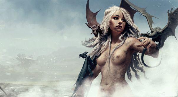 Обои Нарисованная обнаженная Дейенерис Таргариен / Daenerys Targaryen из сериала Игра престолов / Game of Thrones в исполнении актрисы Emilia Clarke / Эмилии Кларк с тремя дракончиками