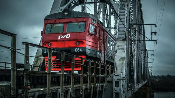 Обои Электропоезд на мосту