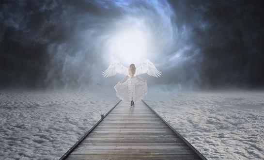 Обои Девушка - ангел на фоне облаков, ву Jackson Carvalho