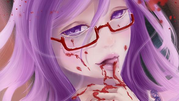 Обои Rize Kamishiro / Ризэ Камиширо слизывает языком кровь с пальца из аниме Tokyo Ghoul / Токийский гуль