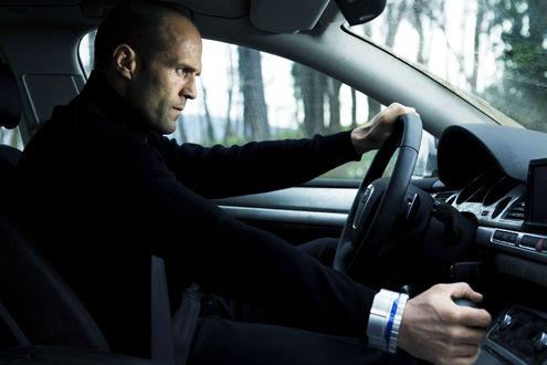 Обои Актер Джейсон Стетхем / Jason Statham за рулем