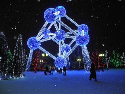 Обои Новогодняя геометрия в парке