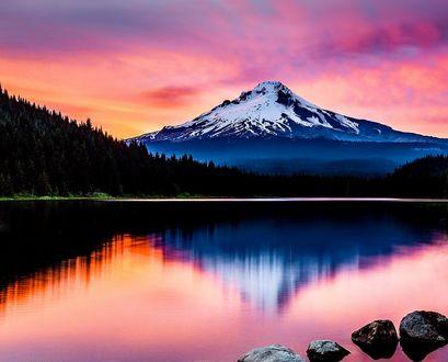 Обои Гора и ее отражение в водоеме, ву Angela Chong