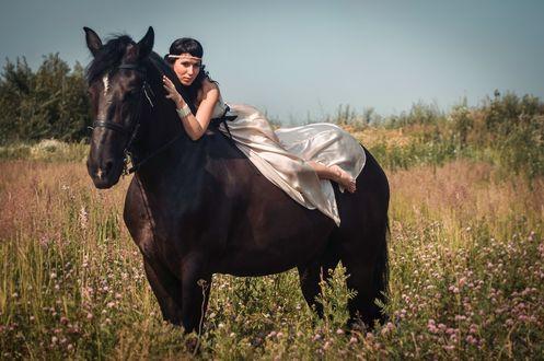 Обои Девушка на коне
