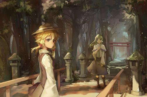 Обои Сувако Мория / Moriya Suwako и Kochiya Sanae / Санаэ Кочия стоят на мосту у ворот храма из серии игры Touhou Project / Проект Восток art Gensou Kuro-usagi