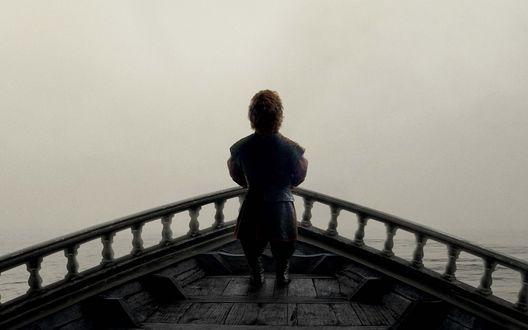 Обои Game of Thrones / Игра престолов, где персонаж Тирион Ланнистер / Tyrion Lannister стоит на носу корабля