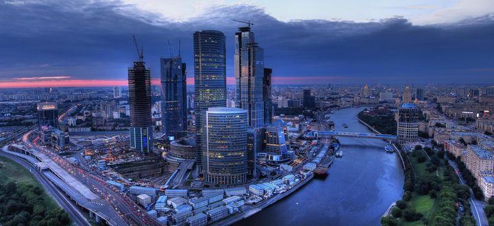Обои Вид сверху на вечернюю Москву, Москва-Сити, Россия