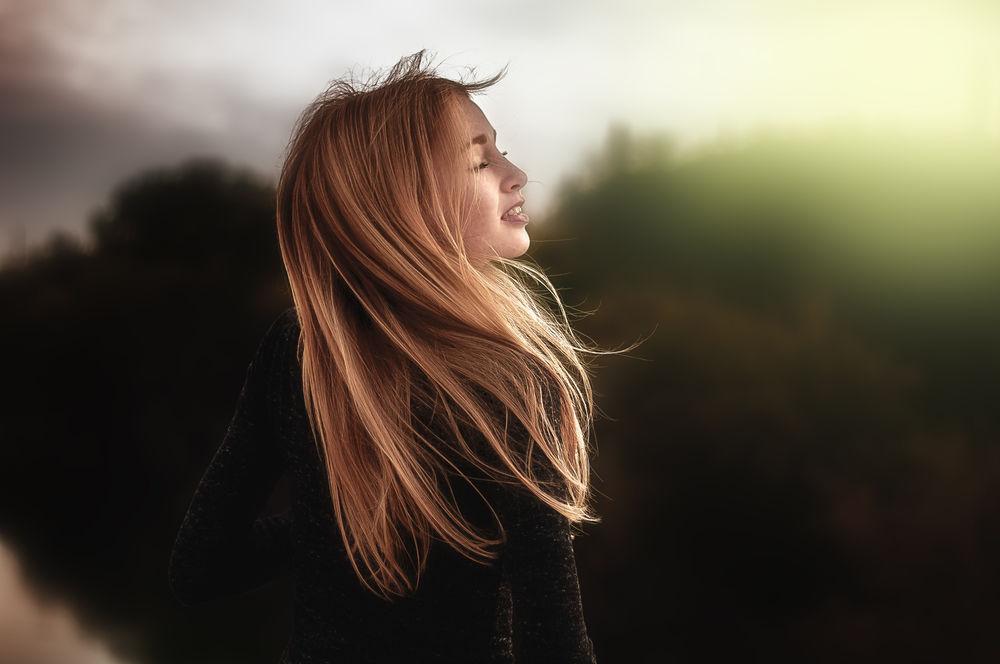Фото девушки со светлыми волосами