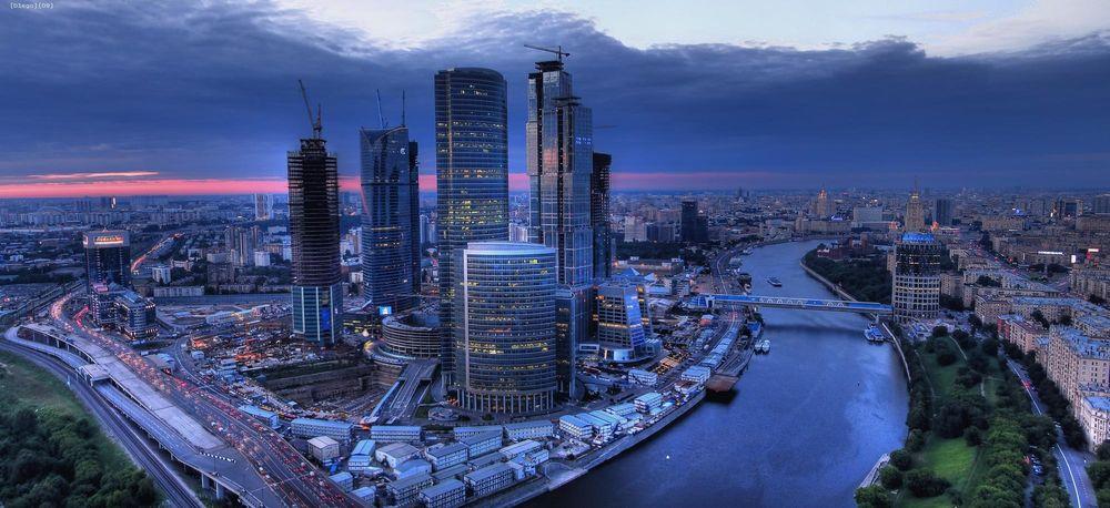 Обои для рабочего стола Вид сверху на вечернюю Москву, Москва-Сити, Россия