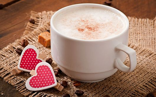 Обои Чашка кофе, коричневый сахар, зерна кофе, два сердечка лежат на салфетке