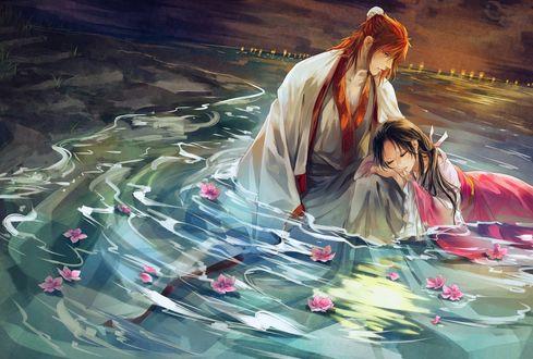 Обои Парень рядом со спящей девушкой в воде