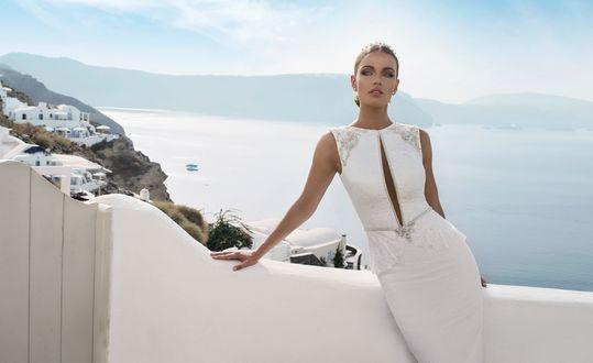 Обои Девушка в белом платье, фотосессия на сказочном острове Santorini / Санторини, коллекция от израильского дизайнера Julie Vino
