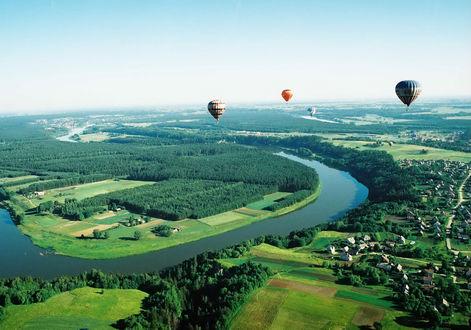 Обои Воздушные шары в небе над Neringa, Litva