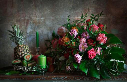 Обои Красивый букет цветов, фрукты и свеча на столе, фотограф Svetlana Golicyna